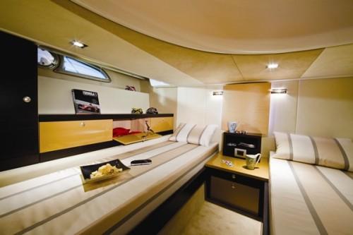 43' Cranchi Boat Guest room2