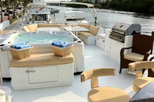 95' Elegance Yacht Jacuzzi
