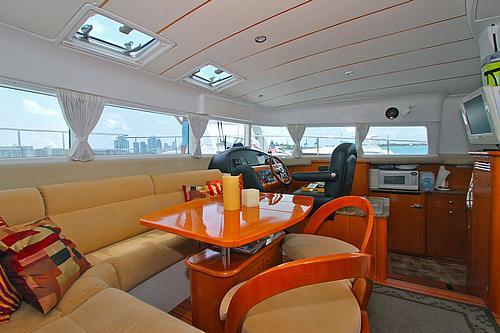 43' Rendevous Boat Catamaran Dining2