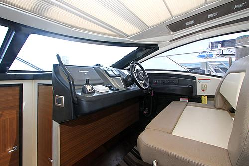 43' Marquis Boat Helm