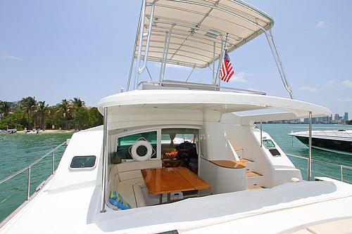 43' Rendevous Catamaran Boat Stern