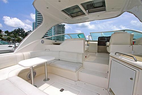 46' Cruisers Boat Seating Area