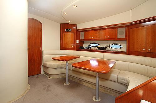 46' Cruisers Boat Saloon