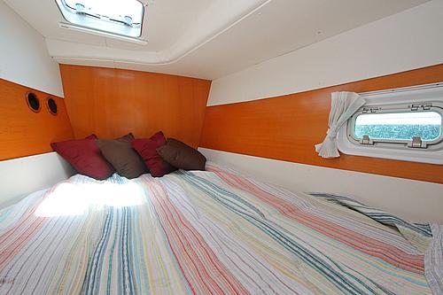 43' Rendevous Boat VIP Cabin