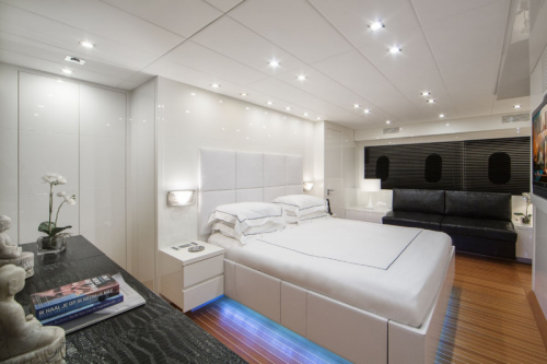 106 Leopard Yacht Charter Master Stateroom