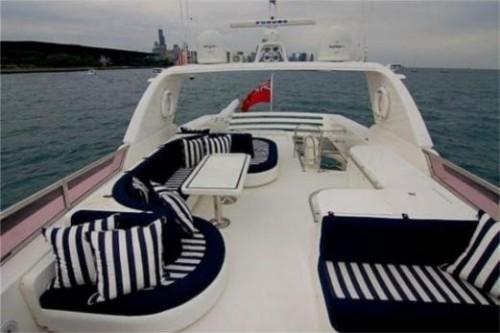 76 Horizon Miami Yacht Charter Flybridge