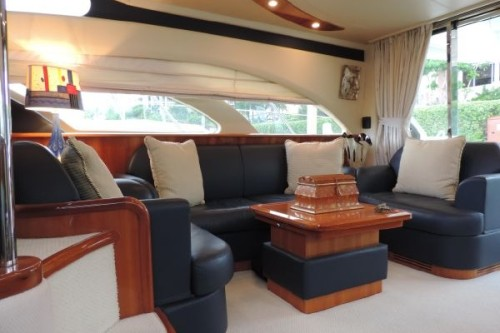 50' Azimut Yacht main saloon