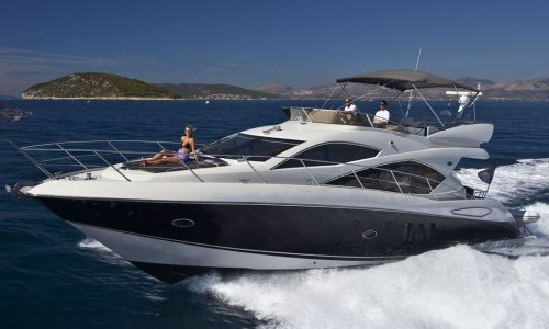 52' Sunseeker Cruising