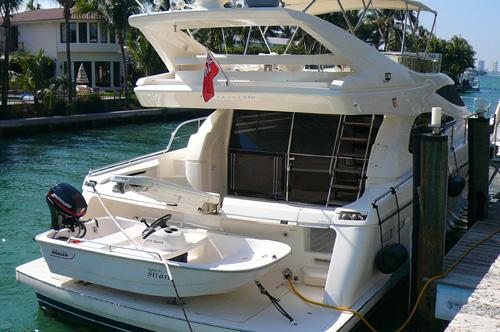59' Ferreti Yacht Stern