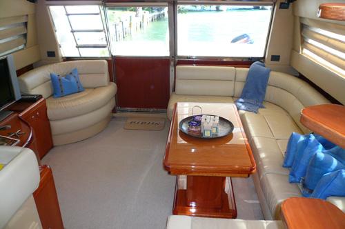 59' Ferreti Yacht Saloon