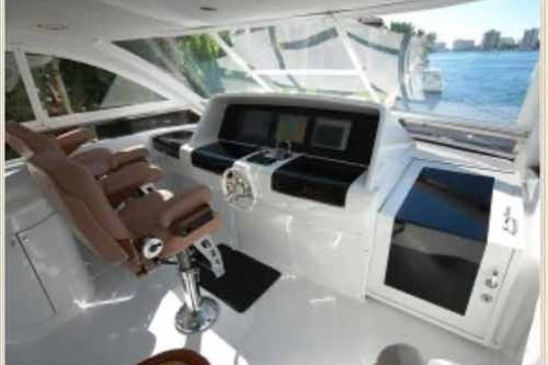 84' Lazzara Yacht Helm