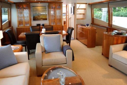 84' Lazzara Yacht Saloon2