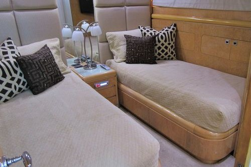 95' Elegance Yacht Guest Suite 2