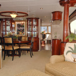 80' Lazzara-Yacht-Salon
