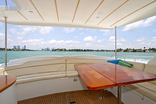 43' Rendevous Boat Catamaran Outside Table