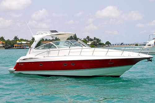 46' Cruisers Yacht Cruising Miami