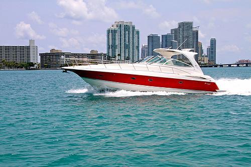 46' Cruisers Boat Cruising Miami Beach