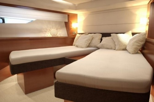 55 Prestige Yacht Guest Stateroom