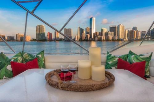 94 Ferretti Flybridge Miami Beach View Yacht Charter
