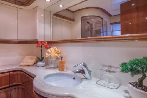 94 Ferretti Miami Yacht Charter Guest Head 2