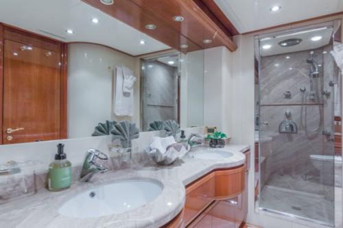 94 Ferretti Miami Yacht Charter Guest Head