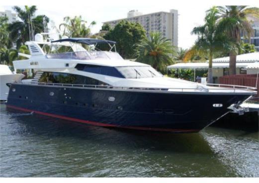 76 Horizon Miami Yacht Charter Docked