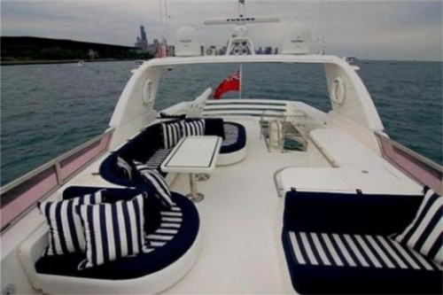 76 Horizon Miami Yacht Charter Flybridge