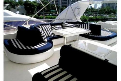 76 Horizon Miami Yacht Charter Lounge